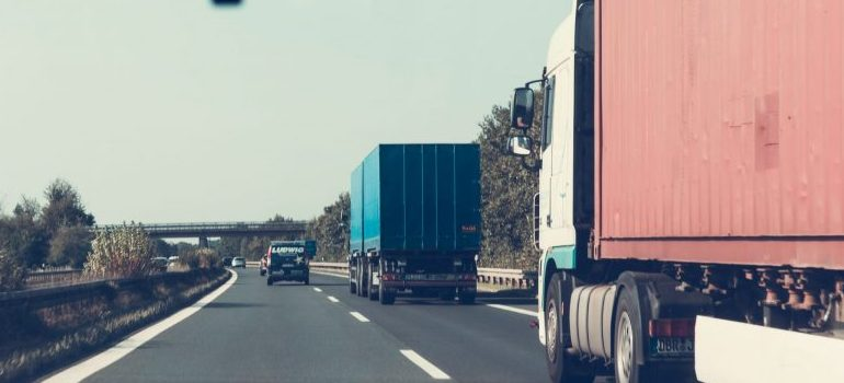 commercial movers Fort Lauderdale on the road