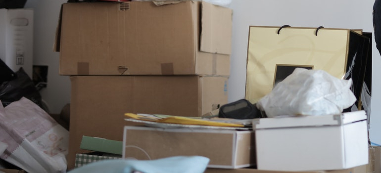 clutter you need to get rid of as a way of prevent moving day injuries